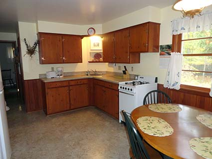 Cherry Cottage for Rent kitchen